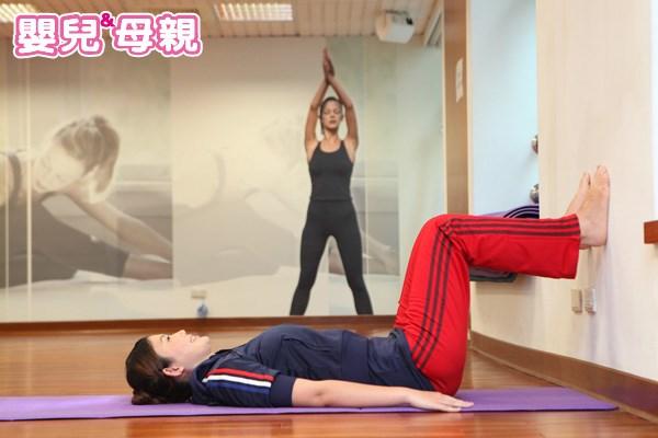 仰臥拐杖姿式產後瘦小腹運動-1